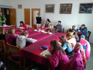 Návštěva místní knihovny ve Sněžném - 2. a 3. ročník.